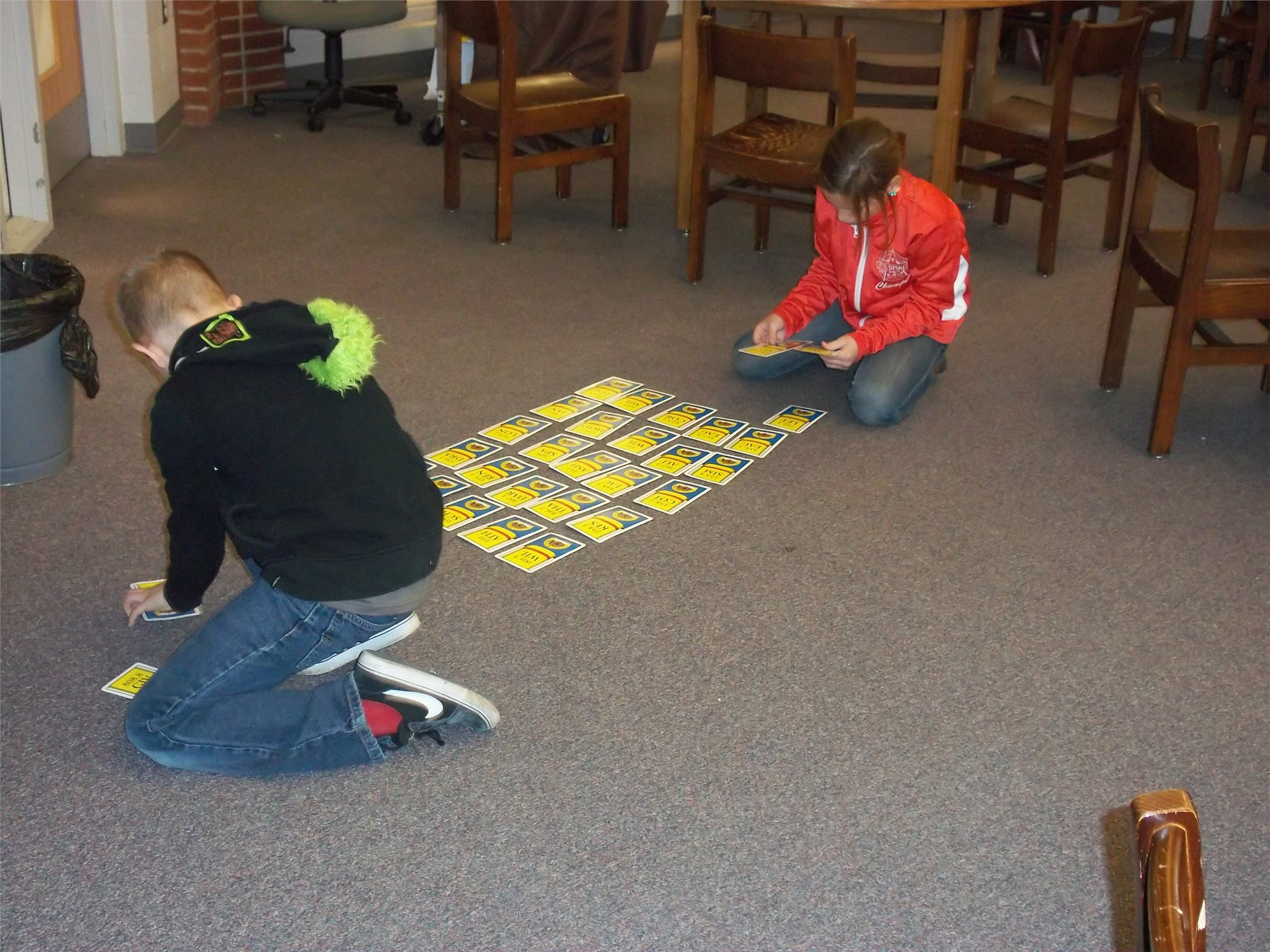 Students putting library skill cards in order.