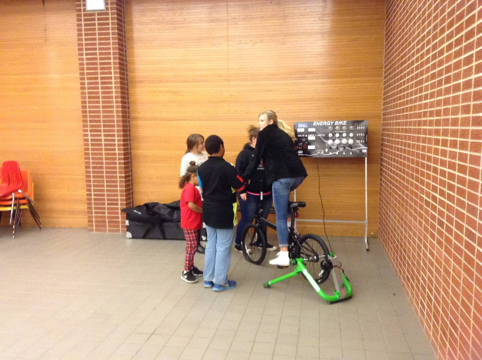 Mrs. Ackerman's students share energy activities with visiting families.